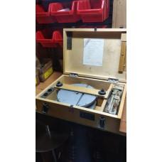 Приспособление для измерения резьбовых колец ИП-4М